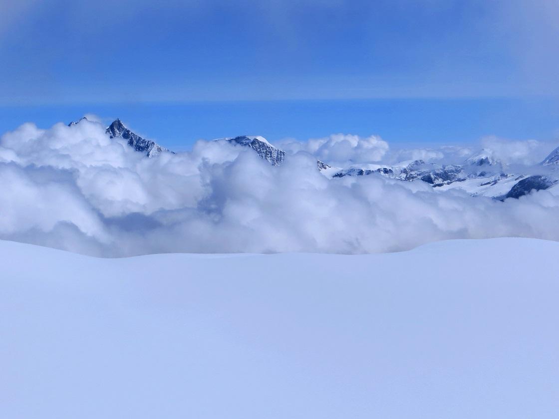 Foto: Andreas Koller / Wander Tour / Vom Kleinen Matterhorn auf das Breithorn Westgipfel (4164 m) / Start am Kleinen Matterhorn / 23.09.2015 01:51:47