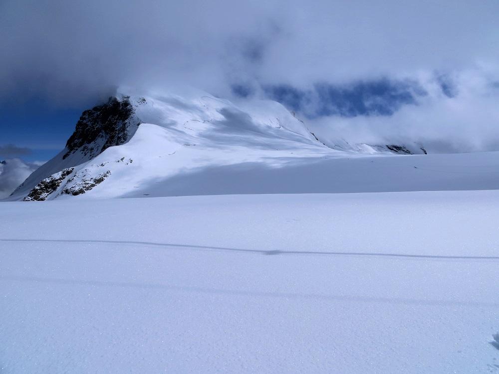 Foto: Andreas Koller / Wander Tour / Vom Kleinen Matterhorn auf das Breithorn Westgipfel (4164 m) / Das Breithorn / 23.09.2015 01:51:14