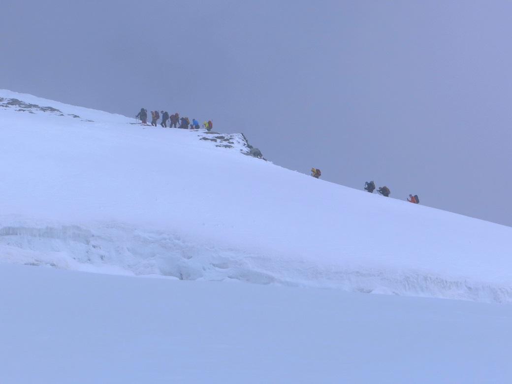 Foto: Andreas Koller / Wander Tour / Vom Kleinen Matterhorn auf das Breithorn Westgipfel (4164 m) / Anstieg am Ostgrat / 23.09.2015 01:49:50