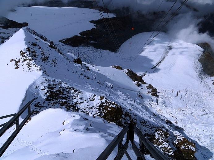 Foto: Andreas Koller / Wander Tour / Vom Kleinen Matterhorn auf das Breithorn Westgipfel (4164 m) / Bergstation am Kleinen Matterhorn / 23.09.2015 01:44:19