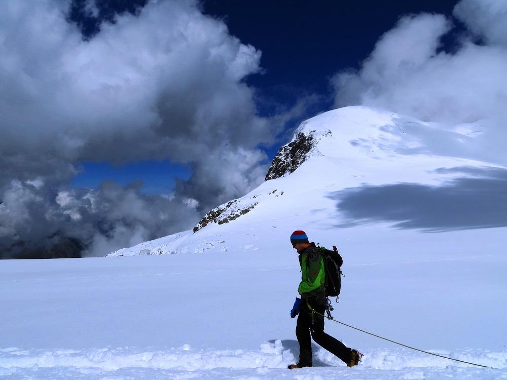 Foto: Andreas Koller / Wander Tour / Breithorn - Mittelgipfel (4159m) / Zurück zum Kleinen Matterhorn / 23.09.2015 01:53:32