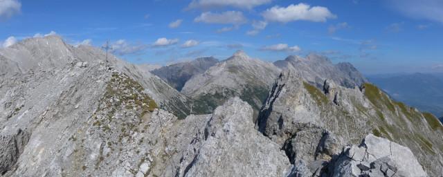 Foto: Wolfgang Lauschensky / Wander Tour / Lattenspitze - Pfeiser Spitze / Pfeiserspitze und Lattenspitze vom Thaurer Jochkopf / 01.10.2013 15:15:16