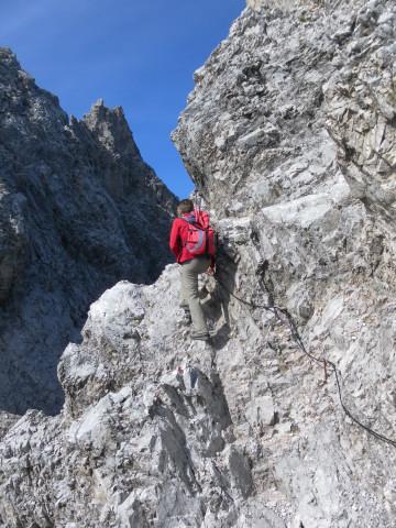 Foto: Wolfgang Lauschensky / Wander Tour / Lattenspitze - Pfeiser Spitze / gesicherter Gipfelschartenzustieg / 01.10.2013 15:12:43