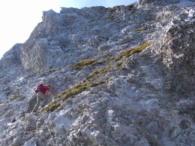 Foto: Wolfgang Lauschensky / Wander Tour / Lattenspitze - Pfeiser Spitze / gesicherter Gipfelfels der Pfeiserspitze / 01.10.2013 15:12:26