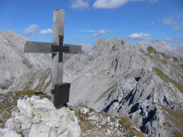 Foto: Wolfgang Lauschensky / Wander Tour / Lattenspitze - Pfeiser Spitze / Pfeiserspitze und Lattenspitze vom Gipfel des Thaurer Jochkopfs gesehen. / 01.10.2013 15:10:36