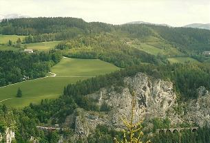 Foto: Wolfgang Dröthandl / Wander Tour / Ghega - Bahnwanderweg vom Semmering nach Gloggnitz  / Blick von der Doppelreitherwarte auf die Weinzettelwand / 07.03.2011 16:43:01