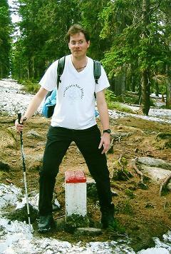 Foto: Wolfgang Dröthandl / Wander Tour / Plöckenstein - Auf Adalbert Stifters Spuren / Mit einem Bein in Österreich, mit dem anderen in Tschechien (Rückweg vom Plöckenstein); alle Fotos: 14. 5. 2005 / 28.03.2011 13:36:12
