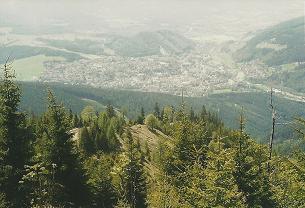 Foto: Wolfgang Dröthandl / Wander Tour / Von Mürzzuschlag über die Kampalpe auf den Semmering / Tiefblick von der Großen Scheibe auf Mürzzuschlag / 07.03.2011 16:55:46