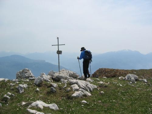 Foto: pepi4813 / Wander Tour / Monte Misone - Panoramablick nördlich des Gardasees / Am Gipfel des Monte Misone / 30.05.2009 10:48:01