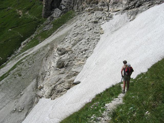 Foto: pepi4813 / Wander Tour / Schwarze Wand - Pflerscher Höhenweg / Dieses Schneefeld muss unbedingt unterhalb umgangen werden! / 18.07.2009 19:57:35