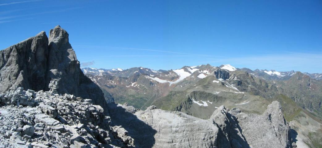 Foto: pepi4813 / Wander Tour / Vom Gschnitztal auf den Gschnitzer Tribulaun / Blick zum Pflerscher Tribulaun und in die Ötztaler Alpen / 18.07.2009 19:20:07