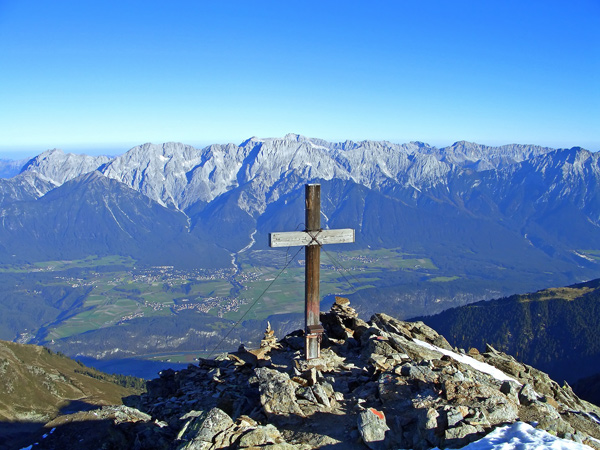 Foto: vince 51 / Wandertour / Vom Kühthai auf den Pirchkogel / Blick vom Pirchkogel ins Inntal, auf Mieminger Plateau und Mieminger Berge und Wettersteinmassiv mit Zugspitze / 02.01.2008 22:29:37