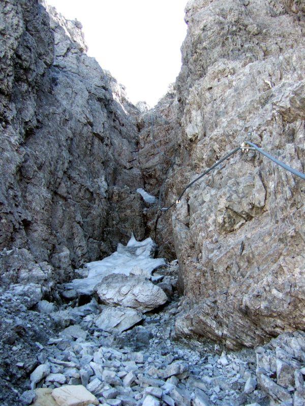 Foto: Ingo Gräber / Wander Tour / Aus dem Riedingtal im Lungau auf das Mosermandl (2680 m) / Abstiegskamin nach Norden / 05.10.2013 17:50:27