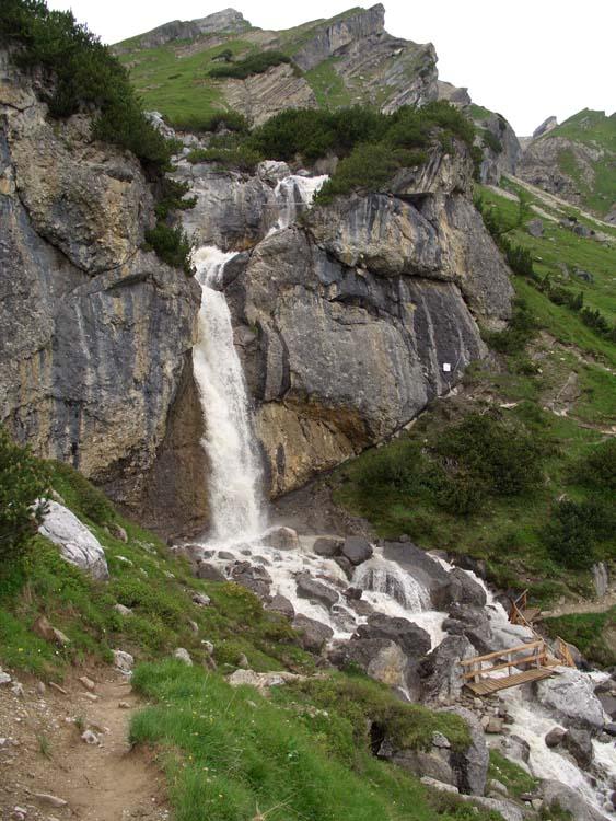 Foto: vince 51 / Wander Tour / Alpjoch - Pleiskopf - Muttekopf / auf dem Drischl-Steig, Wasserfall nahe der Muttekopfhütte / 14.07.2009 23:29:46