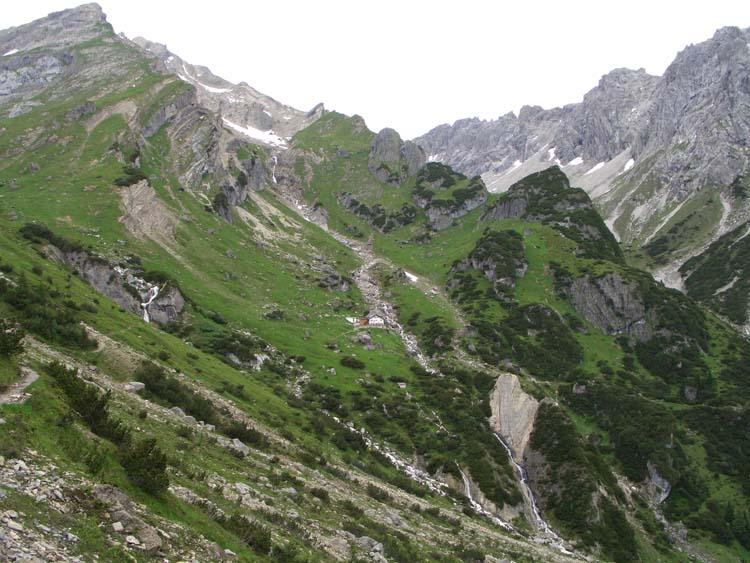 Foto: vince 51 / Wander Tour / Alpjoch - Pleiskopf - Muttekopf / auf dem Drischl-Steig,Rückblick zur Muttekopfhütte / 14.07.2009 23:27:54