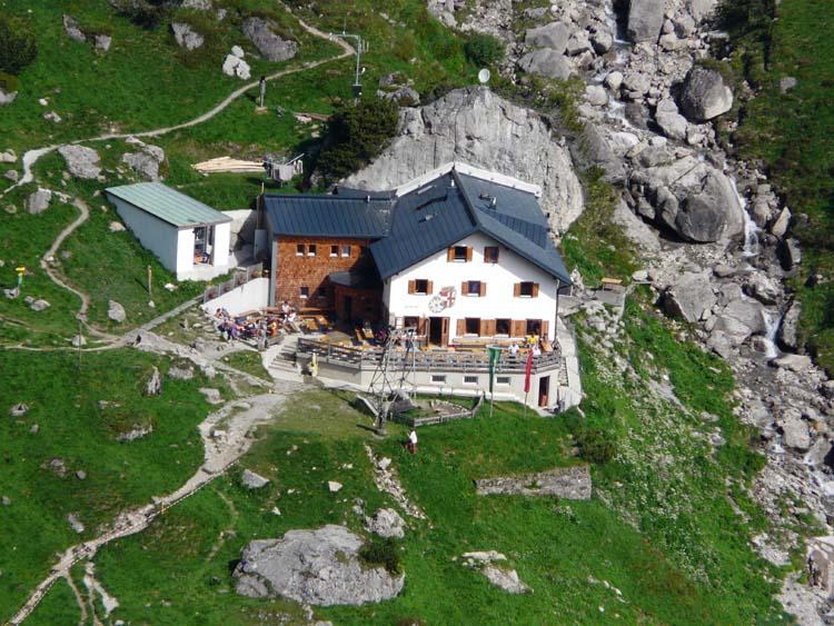 Foto: vince 51 / Wander Tour / Alpjoch - Pleiskopf - Muttekopf / Muttekopfhütte vom vorderen Alpjoch (Tele 500mm) / 14.07.2009 23:52:40