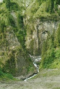 Foto: Wolfgang Dröthandl / Wander Tour / Von Elbigenalp auf die Hermann-von-Barth-Hütte / Tobel des Bernhardsbaches, Weg zur Gibler Alm / 01.02.2011 12:39:32