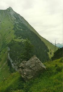 Foto: Wolfgang Dröthandl / Wander Tour / Von Elbigenalp auf die Hermann-von-Barth-Hütte / Aufstieg zur H. von Barth - Hütte, Blick zur Rotwand ober Elbigenalp, im Hintergrund Namloser Wetterspitze / 01.02.2011 12:49:11