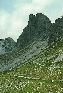 Foto: Wolfgang Dröthandl / Wander Tour / Von Elbigenalp auf die Hermann-von-Barth-Hütte / Blick auf die Wolfebner Spitze (Kletterrevier) / 01.02.2011 12:47:03