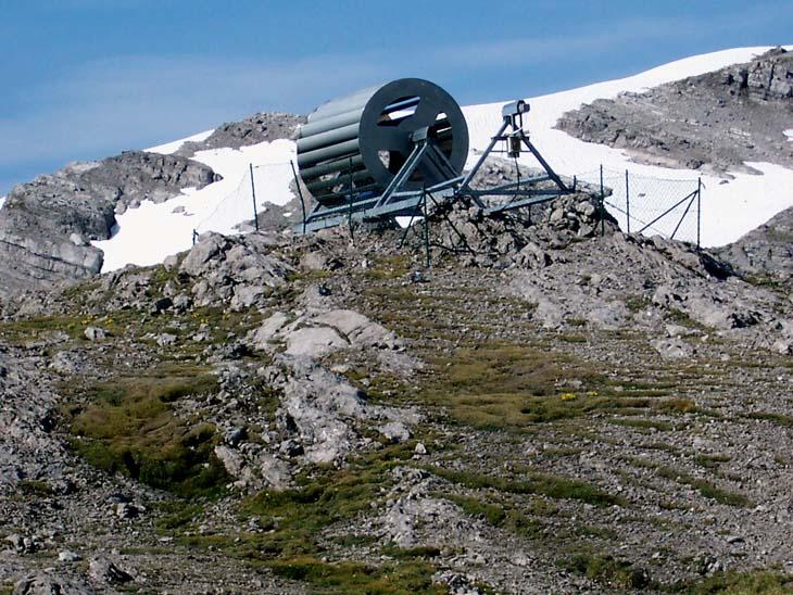 Foto: vince 51 / Wander Tour / Von Lech auf die Hochlichtspitze / Windkraftanlage der Göppinger Hütte / 17.07.2009 23:37:40