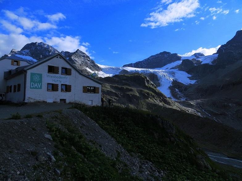 Foto: Andreas Koller / Wander Tour / Über die Wiesbadner Hütte auf den Ochsenkopf (3057 m) / Abschied von der Wiesbadener Hütte / 08.11.2017 02:07:37