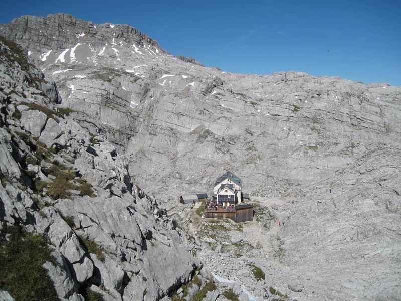 Foto: Heidi Schützinger / Wander Tour / Über das Riemannhaus auf den Sommerstein / Das Riemannhaus mitten im