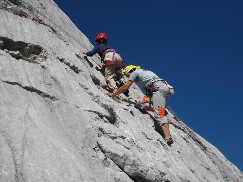 Foto: Heidi Schützinger / Wander Tour / Über das Riemannhaus auf den Sommerstein / Simon  zeigt sein Können im hüttennahen Klettergarten / 13.09.2010 10:34:26