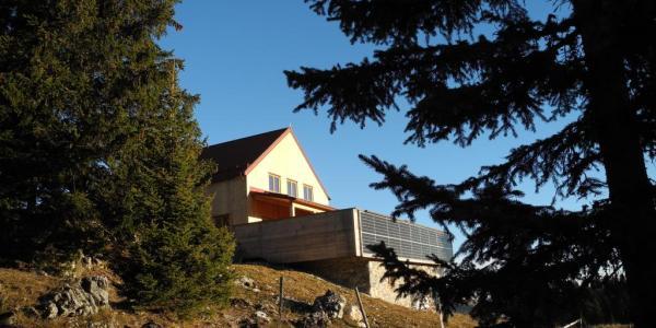 Foto: Wolfgang Dröthandl / Wander Tour / Tirolerkogel - Überschreitung / Das neue Annaberger Haus von Südwesten (www.alpenvereinaktiv.com) / 01.07.2016 13:45:41