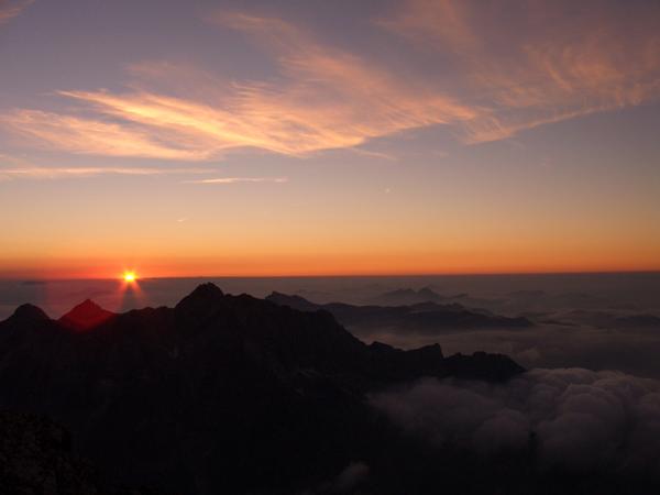 Foto: Datzi / Wander Tour / Watzmann - Überschreitung / Der Sonnenuntergang auf der Mittelspitze / 31.07.2011 15:17:38