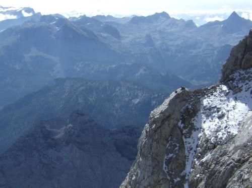 Foto: hofchri / Wander Tour / Watzmann - Überschreitung / Hurra die Gams - beim Mützeln auf einem Felsvorsprung / 03.10.2009 18:14:06