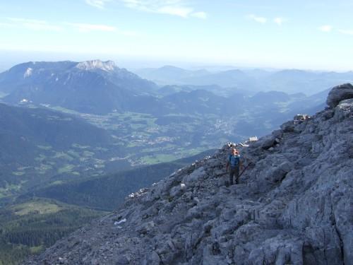 Foto: hofchri / Wander Tour / Watzmann - Überschreitung / im Hintergrund der Untersberg / 03.10.2009 18:06:26