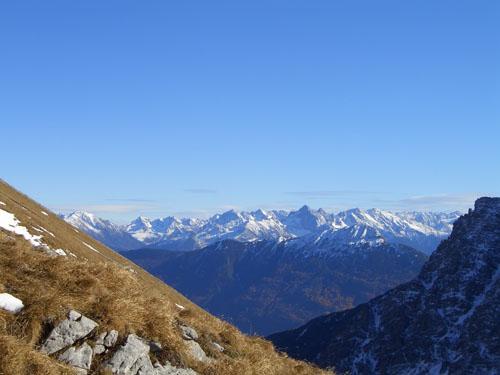 Foto: vince 51 / Wander Tour / Falschkogel und Maldongrat / Blick vom Steinjöchel zu den Stubaier Alpen / 04.05.2008 01:23:56