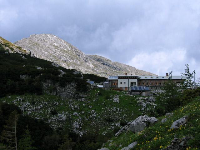 Foto: Jodeli / Wander Tour / Große Gesäusedurchquerung mit Überschreitung des Lugauer (2217m) / Hesshütte beim Aufstieg vom Gasthof Kölbl / 14.06.2009 20:58:14