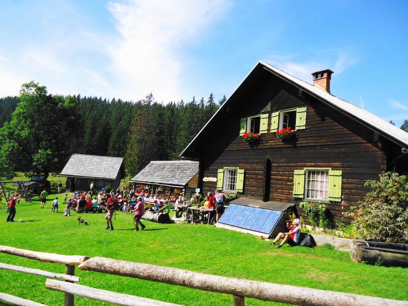 Foto: Günter Siegl / Wandertour / Von Hütte zu Hütte über den Königsberg / Kitzhütte! Das Essen, das war aus...  / 13.10.2015 21:04:01