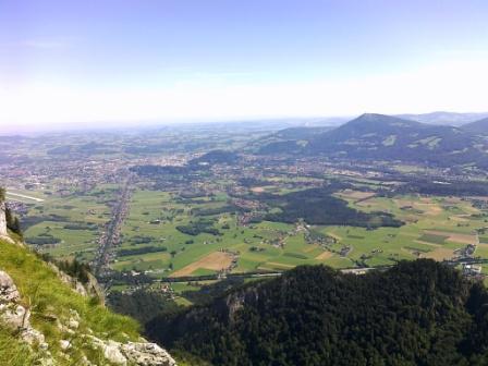 Foto: Karina Umdasch (Redaktion) / Wander Tour / Von Glanegg über den Dopplersteig zum Geiereck-Gipfel / Der Blick auf Salzburg / 19.07.2011 17:47:09