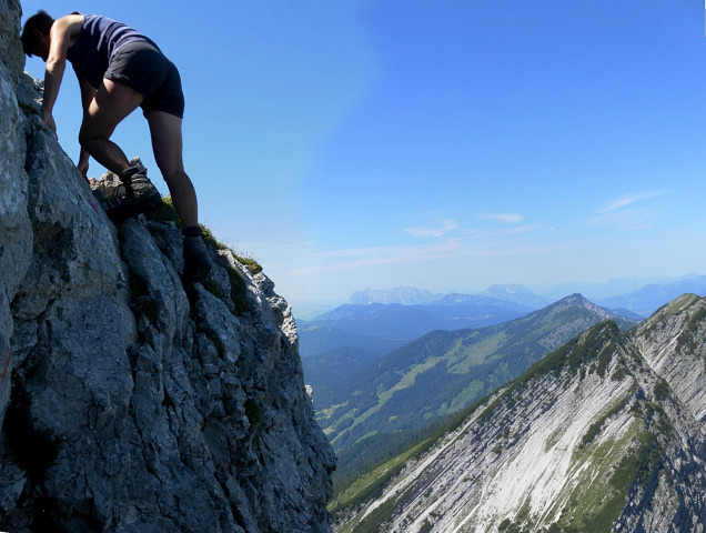 Foto: Wolfgang Lauschensky / Wander Tour / Über die Schwarzachenalm zum Sonntagshorn / Felsstufe am Westgrat mit Blick zu den Reifelbergen / 15.07.2011 18:48:54