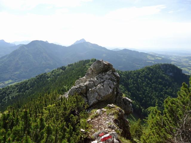 Foto: Günter Siegl / Wander Tour / Von Scharnstein auf den Windhagkogel / Im Hintergrund der Traunstein und davor Zwillingskogel und Steineck / 07.06.2012 21:27:52