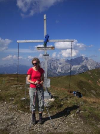 Foto: Wolfgang Dröthandl / Wander Tour / Von Wald am Schoberpaß auf den Leobner / Gipfelkreuz Leobner (2033 oder 2044m?) / 12.09.2016 15:38:36