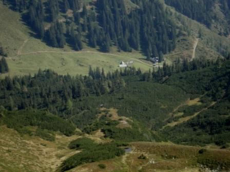 Foto: Wolfgang Dröthandl / Wander Tour / Von Wald am Schoberpaß auf den Leobner / Tiefblick zur Aigelsbrunnalm (unterhalb des Gipfels) / 12.09.2016 15:37:10