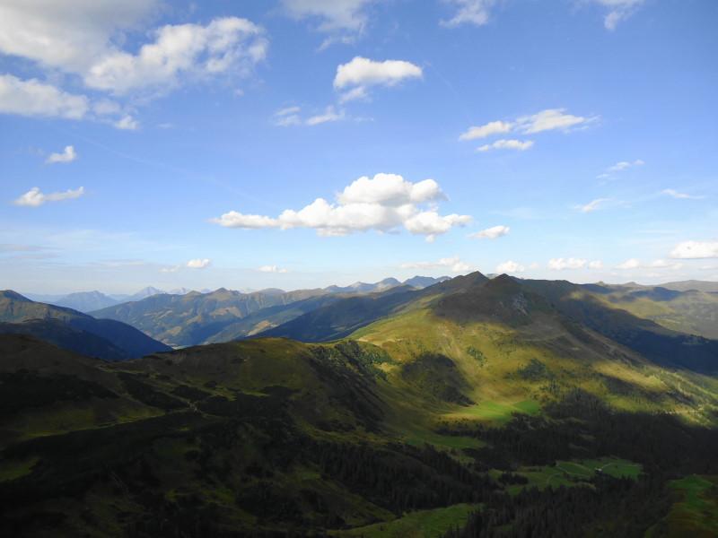 Foto: Günter Siegl / Wander Tour / Von der Gamperhütte auf den Kreuzkogel / Windluckn in Bildmitte / 11.09.2015 21:04:14