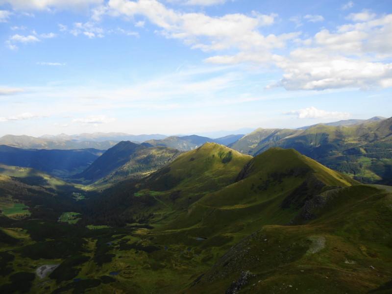 Foto: Günter Siegl / Wander Tour / Von der Gamperhütte auf den Kreuzkogel / Blick vom Kreuzkogel auf Hainzl-Wasserkogel (leicht rechts der Bildmitte) / 11.09.2015 21:02:11