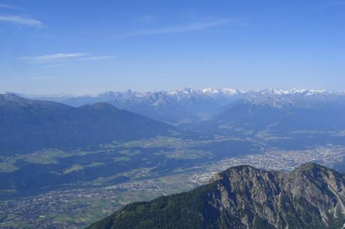 Foto: Thomas Paschinger / Wandertour / Kleiner und Großer Bettelwurf / Blick über Hall und Innsbruck Richtung Brenner / 25.07.2009 13:56:54