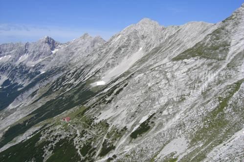 Foto: Thomas Paschinger / Wander Tour / Kleiner und Großer Bettelwurf / Blick ins Halltal mit Speckkarspitze, Lafatscher, Stempeljochspitze und unten die Bettelwurfhütte / 25.07.2009 14:02:19