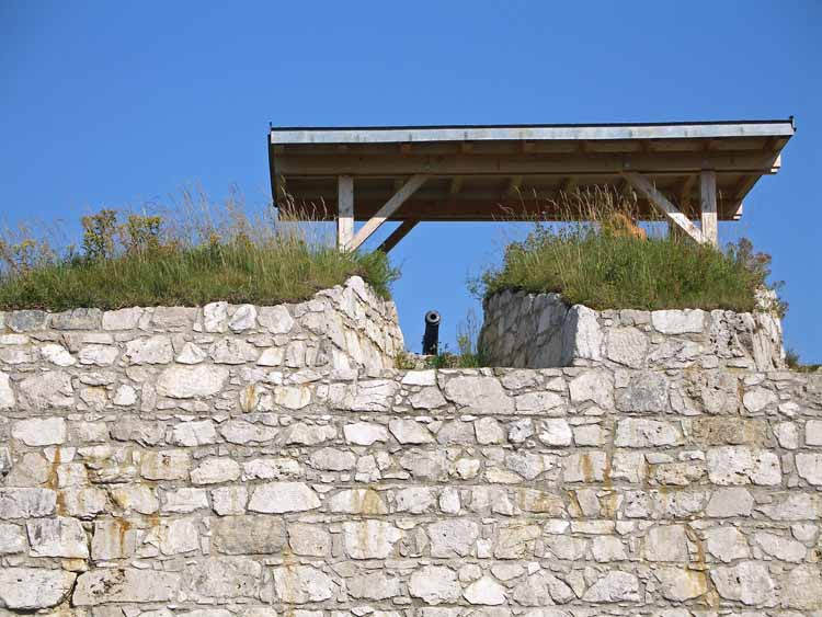 Foto: tomy37 / Wander Tour / Burgenrunde hoch über dem Talkessel von Reutte / Geschützstellung / 19.08.2009 19:03:34