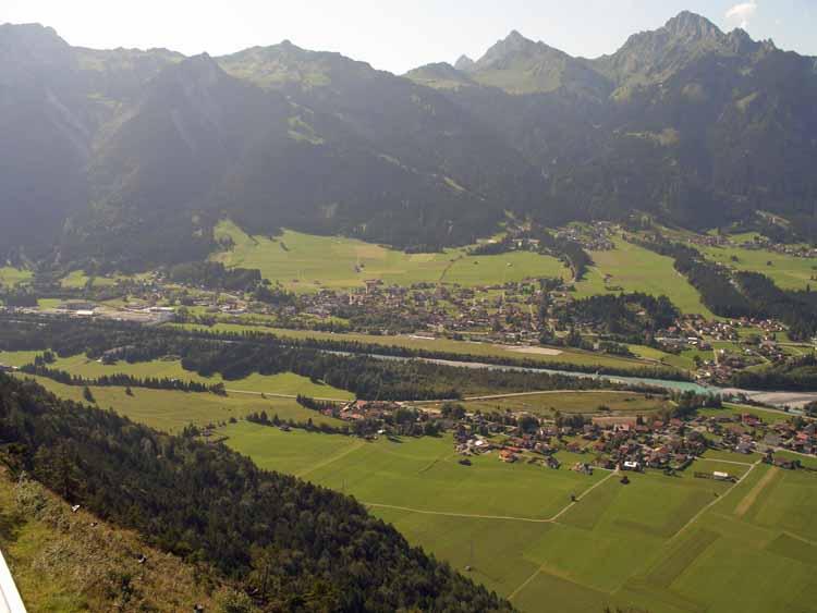 Foto: tomy37 / Wander Tour / Burgenrunde hoch über dem Talkessel von Reutte / Höfen und Tannheimer Berge / 19.08.2009 18:56:12