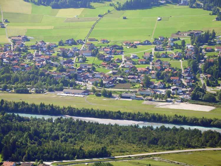 Foto: tomy37 / Wander Tour / Burgenrunde hoch über dem Talkessel von Reutte / Flugplatz Reutte-Höfen / 19.08.2009 18:55:39