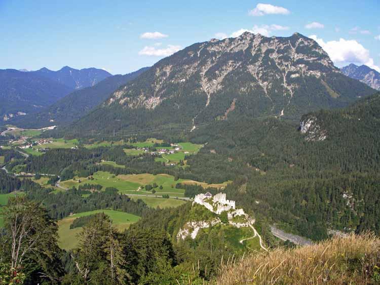 Foto: tomy37 / Wander Tour / Burgenrunde hoch über dem Talkessel von Reutte / Ruine Ehrenberg / 19.08.2009 18:51:24