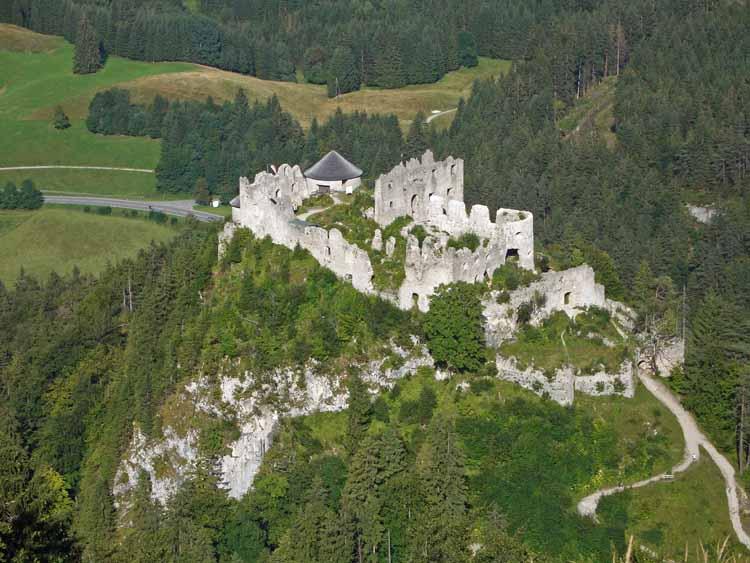 Foto: tomy37 / Wander Tour / Burgenrunde hoch über dem Talkessel von Reutte / Ruine Ehrenberg / 19.08.2009 18:50:57