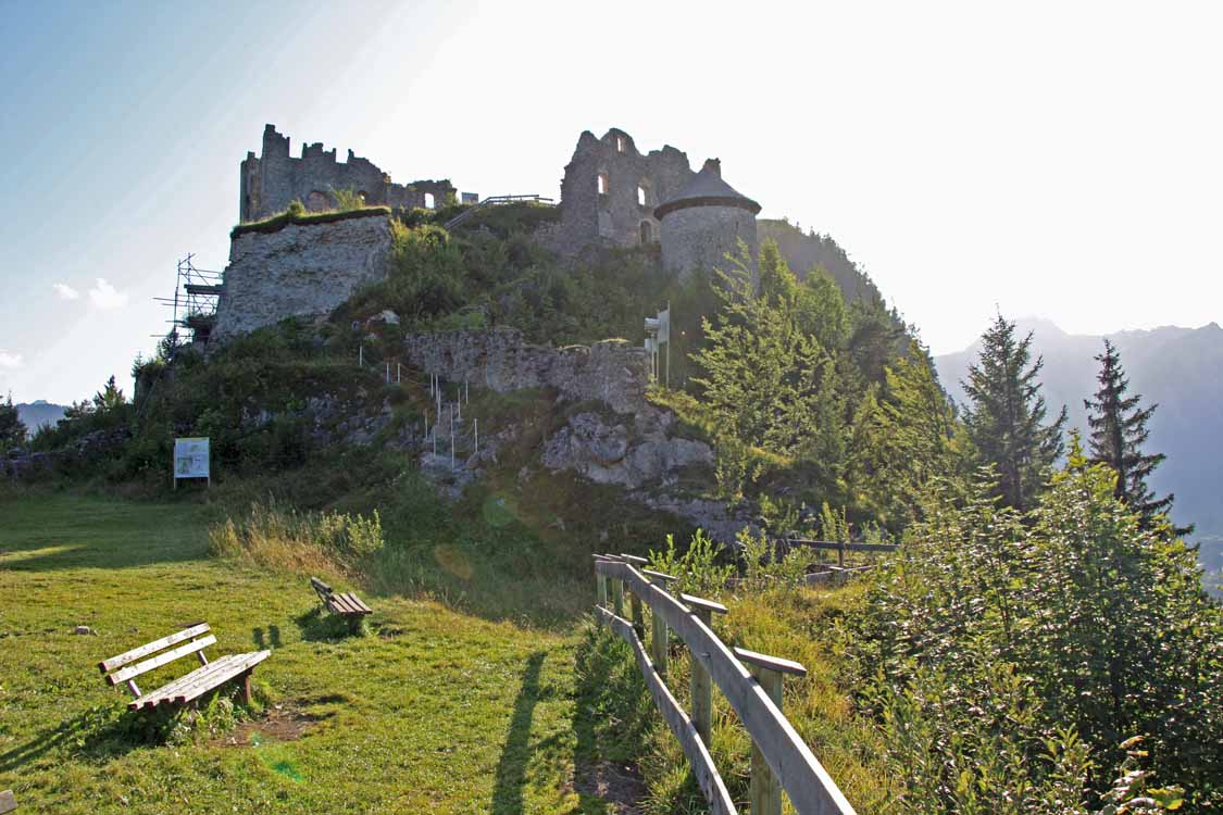 Foto: tomy37 / Wander Tour / Burgenrunde hoch über dem Talkessel von Reutte / Ruine Ehrenberg / 19.08.2009 18:48:40
