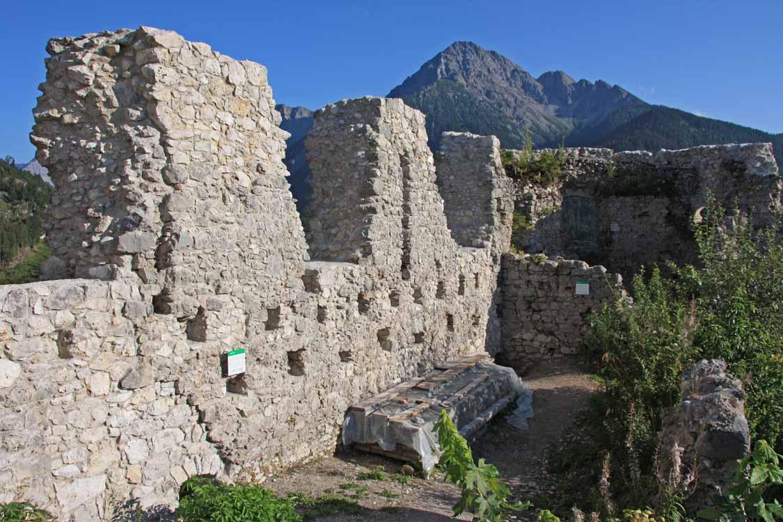 Foto: tomy37 / Wander Tour / Burgenrunde hoch über dem Talkessel von Reutte / Ruine Ehrenberg / 19.08.2009 18:47:47
